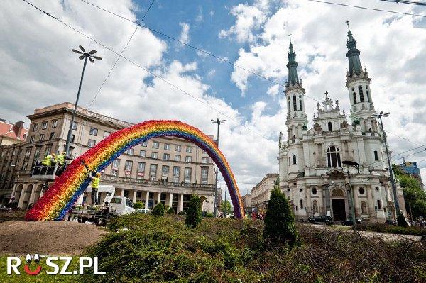 Ile kolorów ma tęcza na pl.Zbawiciela w Warszawie?