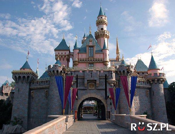 Ile atrakcji z otwarcia Disneylandu funkcjonuje do dziś ?