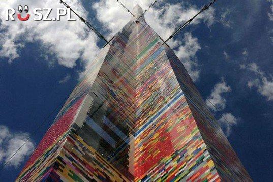 Ile metrów ma ta najwyższa wieża z klocków lego?
