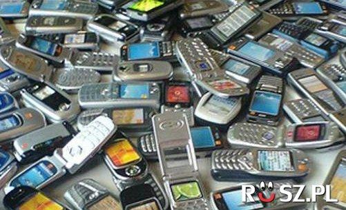 Ile jest telefonów na zdjęciu?