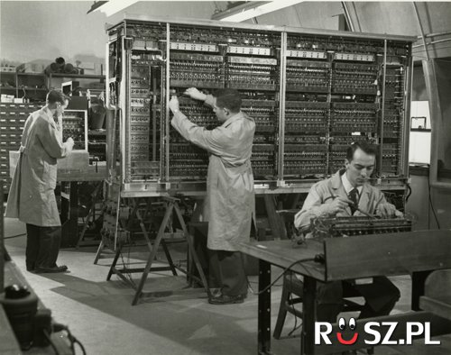 Ile tysięcy dolarów kosztował pierwszy cyfrowy komputer ?