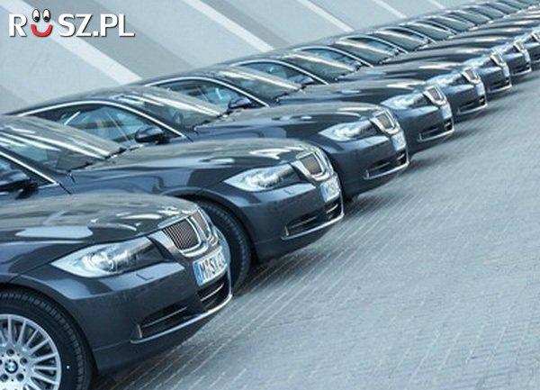 Ile samochodów służbowych posiadają politycy w Polsce?