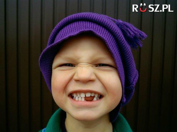 W jakim wieku wyrasta pierwszy stały ząb ?