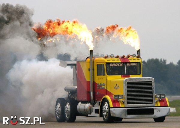 Jaką prędkość rozwinęła najszybsza ciężarówka ?