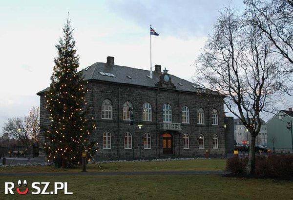 W którym roku założono Islandzki parlament ?