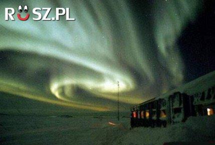 Na jakiej wysokości powstaje zorza polarna?