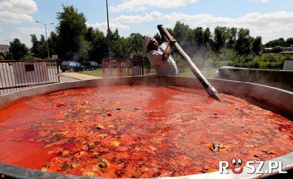 Ile litrów mieścił największy garnek zupy pomidorowej?