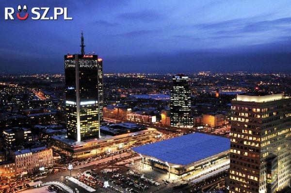 ile ludzi było w Polsce w roku 2010?