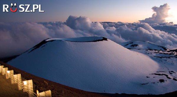 Jaką wysokość od podstawy ma największy wulkan na świecie ?