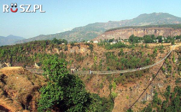 Jakiej długości jest wiszący most Kushma-Gyadi ?