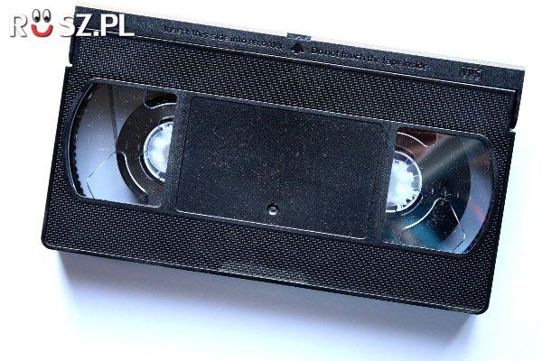 W którym roku na kasety VHS trafiły pierwsze Hollywoodzkie filmy?