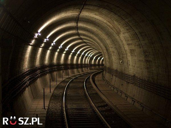 Ile mierzy najdłuższy tunel komunikacyjny na świecie ?