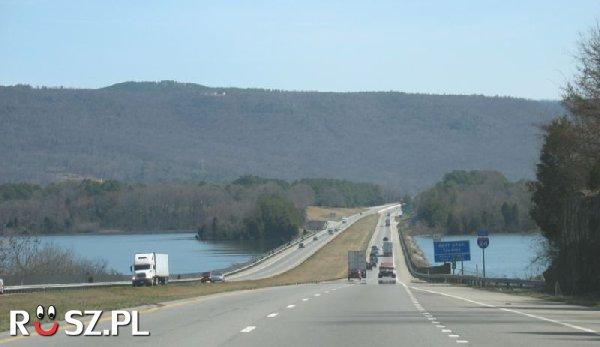 Jaka jest łączna długość autostrad w USA ?