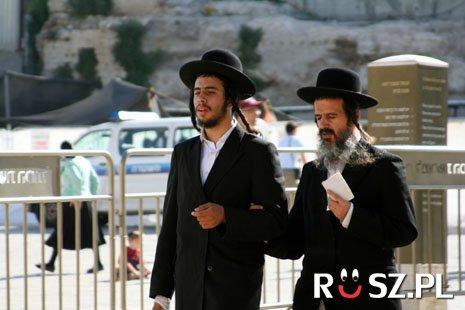 Ile procent populacji żydów mieszka w Izraelu?